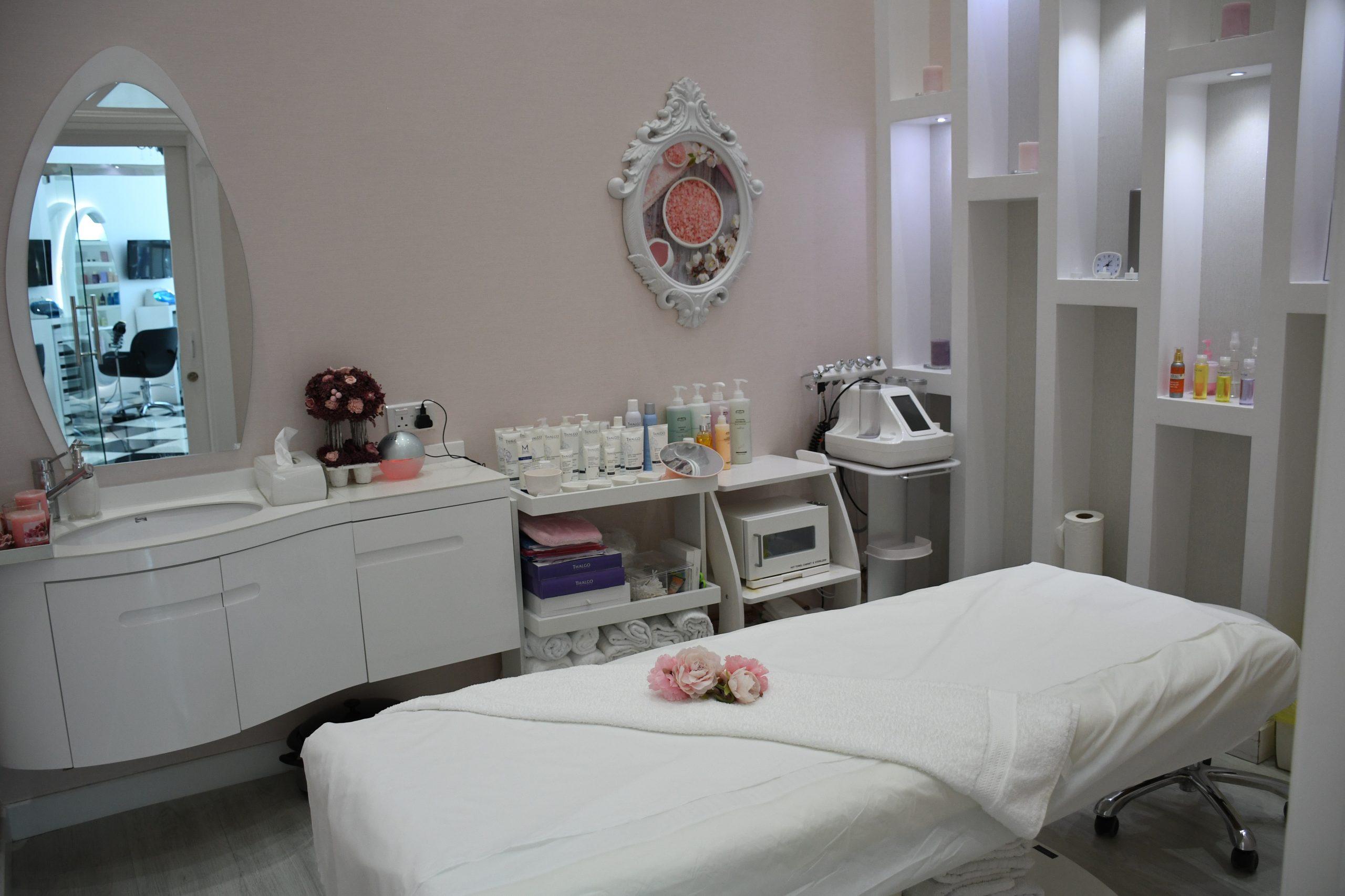 Institut de beauté / Onglerie / Soins / Parfumerie